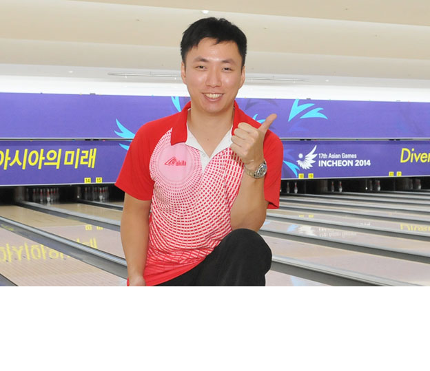 <a class='boldnavtext' href='results/17thasiang-res.htm#MstrBlk1'>Hong Kong national leads first block</a><span class='plaintext'><br><b>1st October, Anyang, Korea</b>: Team bronze medalist, Wu Siu Hong of Hong Kong led the first block of<br>the Masters finals of the 17th Asian Games Incheon 2014 ahead of Hussain Al Suwaidi of UAE in<br>second and Du Jianchao of China third.</span>