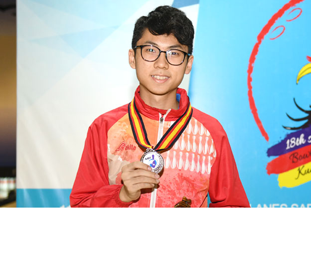 <a class='boldnavtext' href='results/18thasbc-res.htm#Step'>Hong Kong youth earns Masters silver</a><span class='plaintext'><br><b>17th November, Kuching</b>: Topseed, Alex Yu of Hong Kong team A earned the Masters silver medal at<br>the concluding 18th Asian School Tenpin Bowling Championships after losing to Tun Ameerul of<br>Malaysia A in the Boy's Masters final.