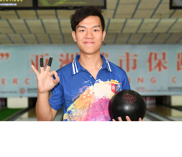 <a class='boldnavtext' href='results/31staibc-res.htm#Nov07'>Hong Kong national rolls first 300</a><span class='plaintext'><br><b>7th November, Yancheng</b>: Ernest Kwok of Hong Kong rolled the championship's first perfect game at<br>the 31st Asian Intercity Bowling Championships to finish second in the Men's Singles opening squad on Tuesday.