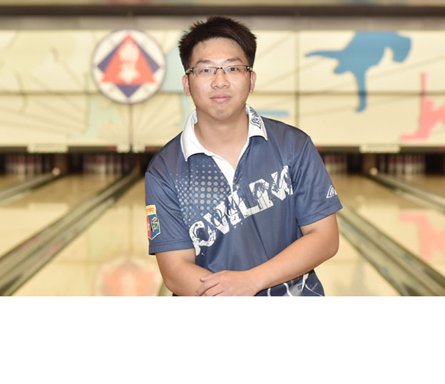 <a class='boldnavtext' href='results/41sthkg-res.htm#Stage1'>Hong Kong youth springs surprise</a><span class='plaintext'><br><b>29th August, Hong Kong</b>: Last year's Youth champion, Tony Wong sprang a surprise to lead the Men's Open Stage I Masters finals of the 41st Hong Kong International Open while 2013 champion, Esther Cheah topped the women's division.</span>