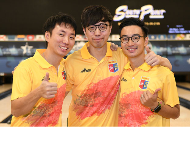 <a class='boldnavtext' href='results/wc2017-res.htm#TriosBlk2'>Hong Kong makes cut for Trios semi-finals</a><span class='plaintext'><br><b>30th November, Las Vegas</b>: Hong Kong's Wu Siu Hong, Eric Tseng and Michael Mak took over top spot<br>of the Men's Trios Squad 3 after the second block to advance to the semi-finals at the 2017 World Bowling Championships as second-seed.